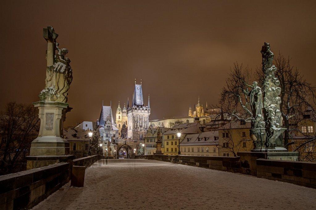 Zimní Karlův most, noční Praha - IMG-6815.jpg