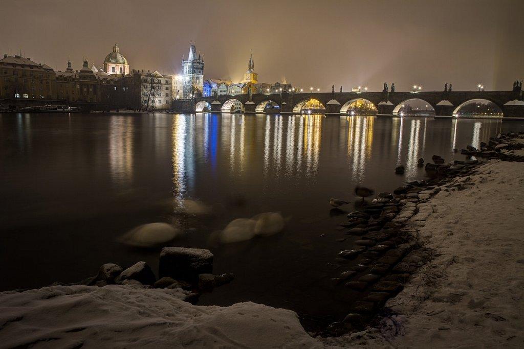 Zimní Karlův most, noční Praha - IMG-6763.jpg