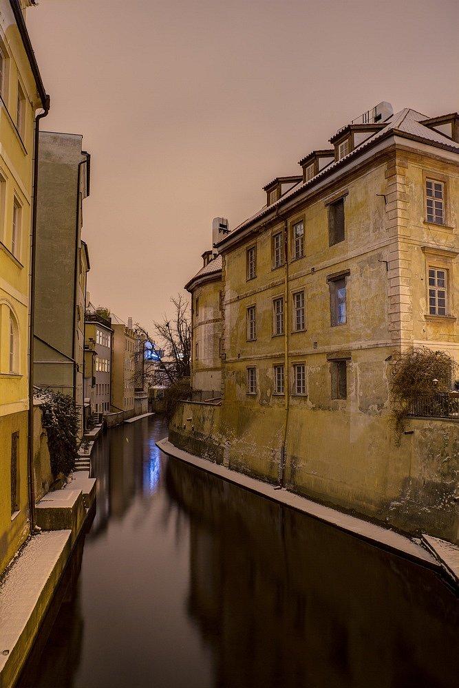 Zimní Čertovka, noční Praha - IMG-6797.jpg
