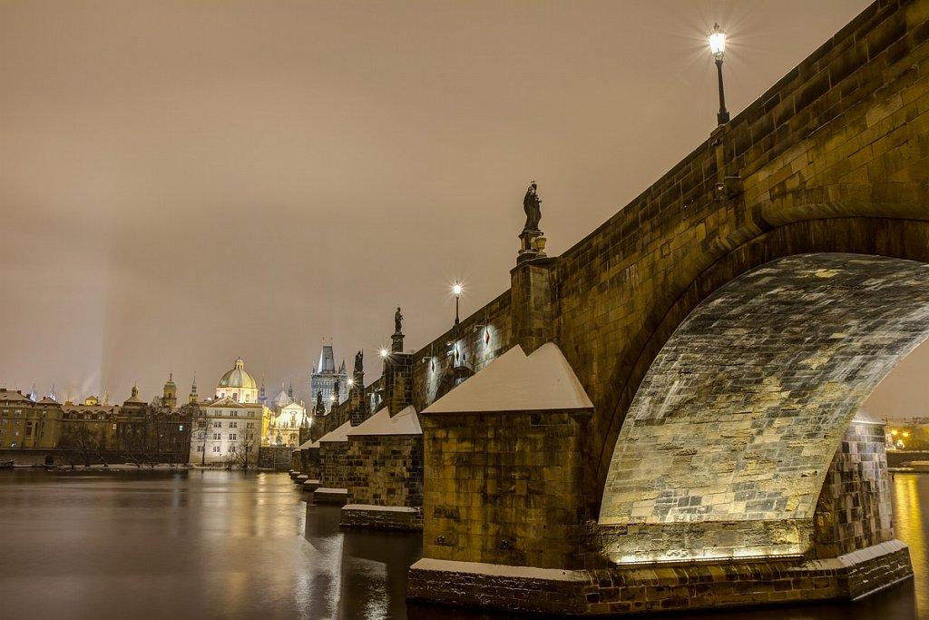 Zimní Karlův most, noční Praha - IMG-6800.jpg