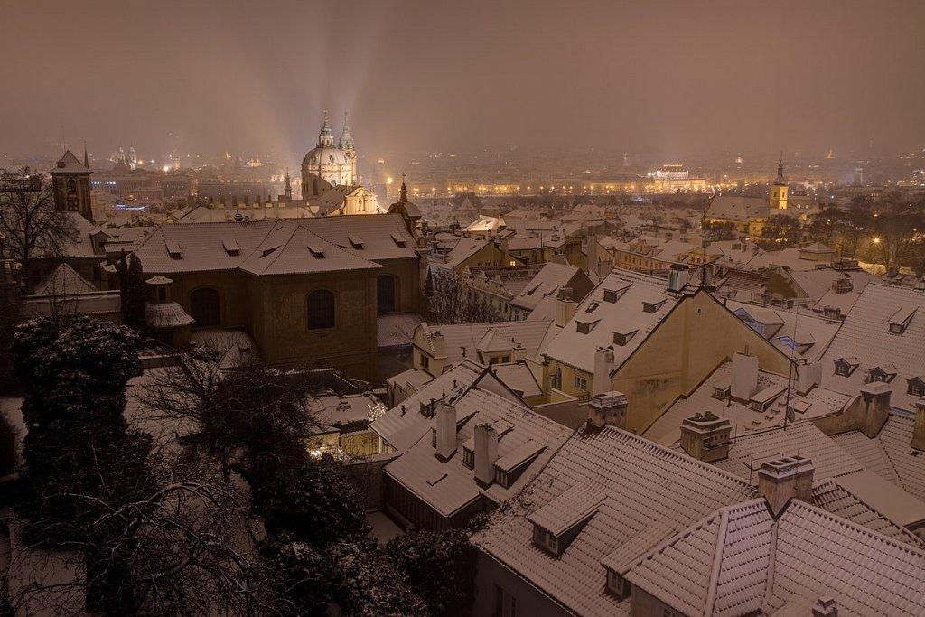 Zimní Malostranské střechy, noční Praha - IMG-6867.jpg