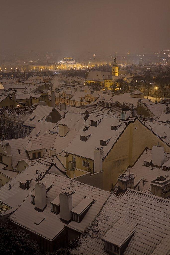 Zimní Malostranské střechy, noční Praha - IMG-6876.jpg
