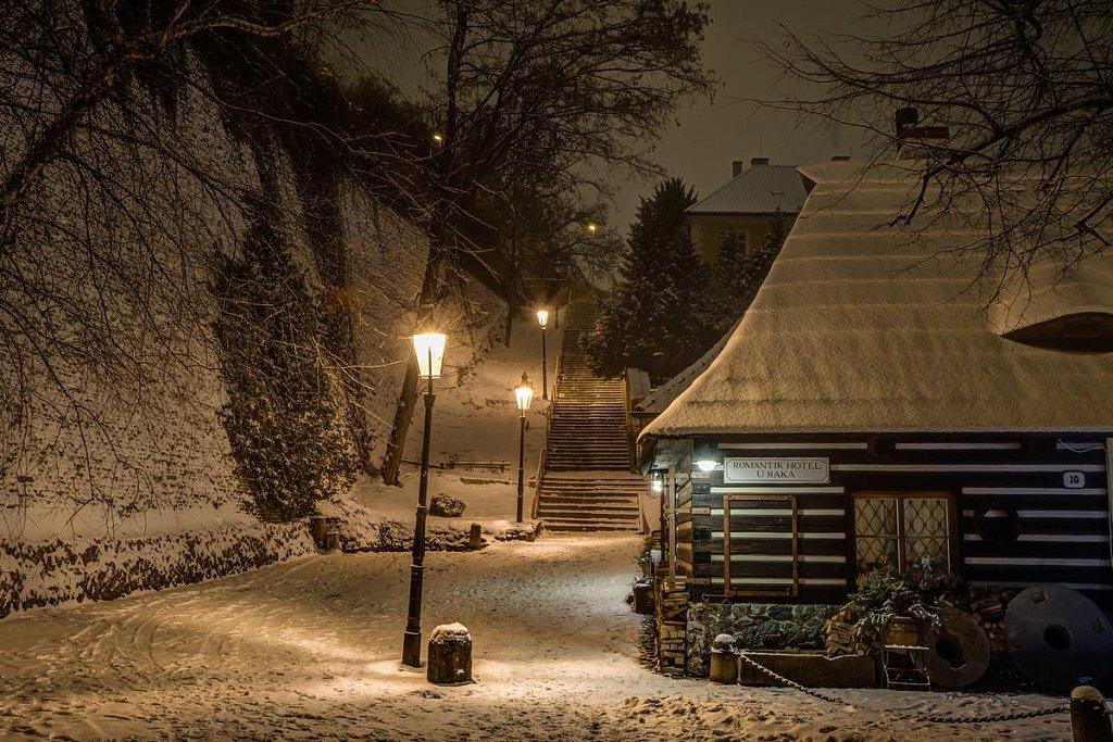 Zimní Nový Svět, Hotel u Raka, noční Praha - IMG-6939.jpg