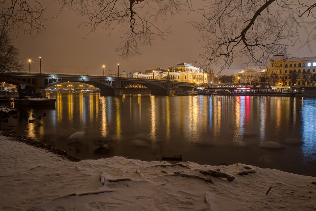 Zimní Mánesův most, Rudolfinum, noční Praha - IMG-6770.jpg