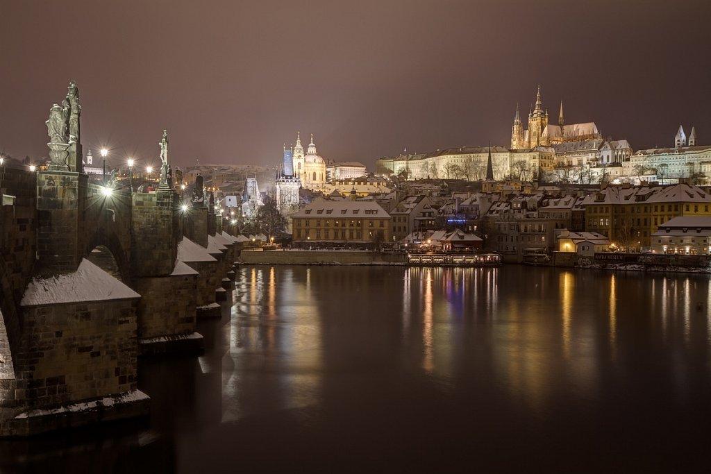 Zimní Karlův most, Pražský hrad, noční Praha - IMG-7034.jpg