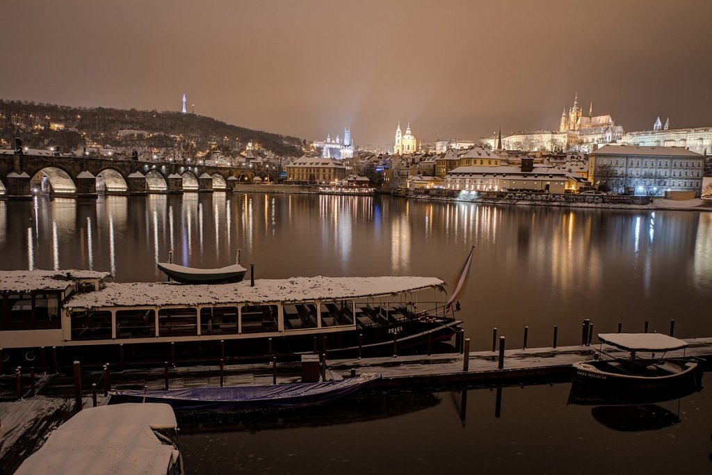 Zimní Karlův most, Hradčany, Vltava, noční Praha - IMG-7070.jpg