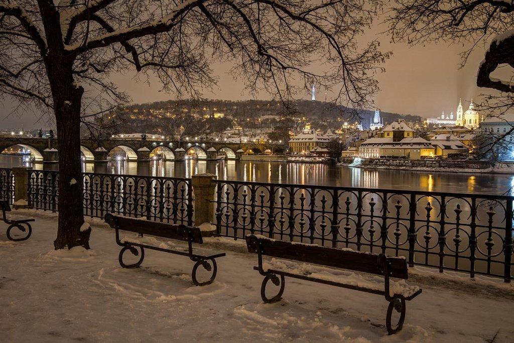 Zimní Karlův most, noční Praha - IMG-7076.jpg