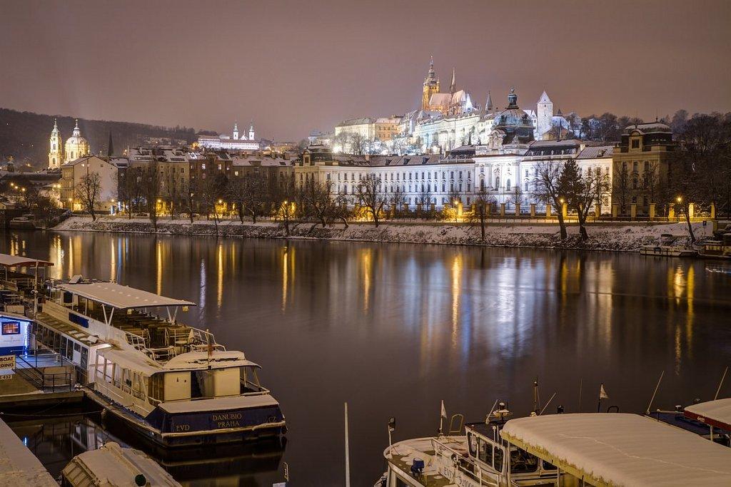 Úřad vllády, Strakova Akademie, Pražský hrad, zimní noční Praha - IMG-7082.jpg