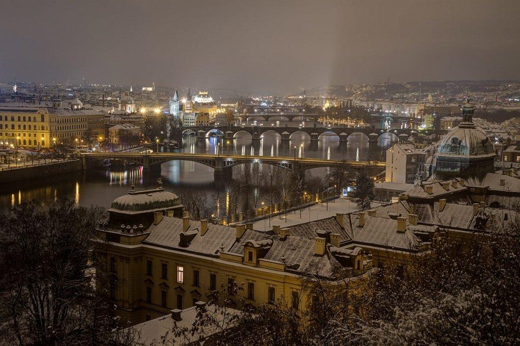 Pražské mosty, Karlův most, zimní noční Praha - IMG-7133.jpg
