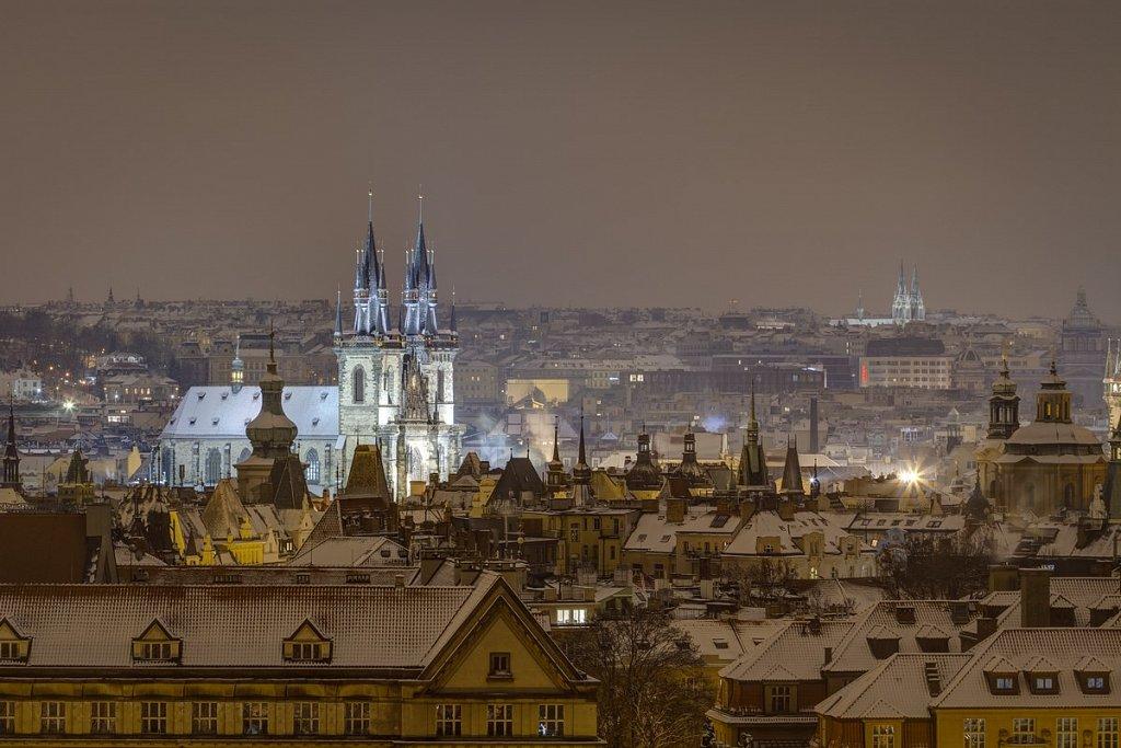 Týnský chrám, pražské věže, noční zimní Praha - IMG-7151.jpg