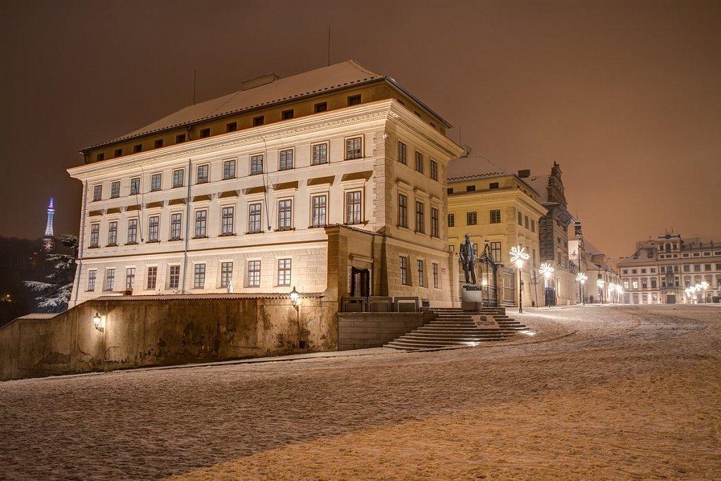 Zimní Hradčanské náměstí, noční Praha - IMG-6855.jpg